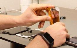 Reparerer smarttelefoner:
