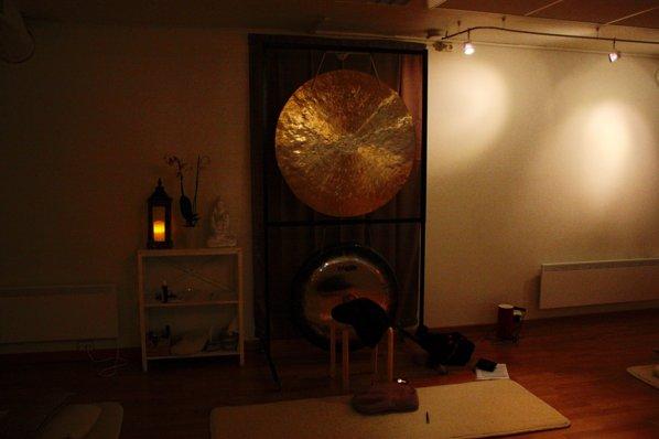 GONGER: Disse brukes til gongbad, som er et av tilbudene Medisinsk Yoga Nord har.